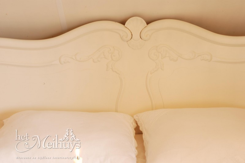 Queen Ann Slaapkamer : Brocant barok Queen Ann shabby chic wit bed ...
