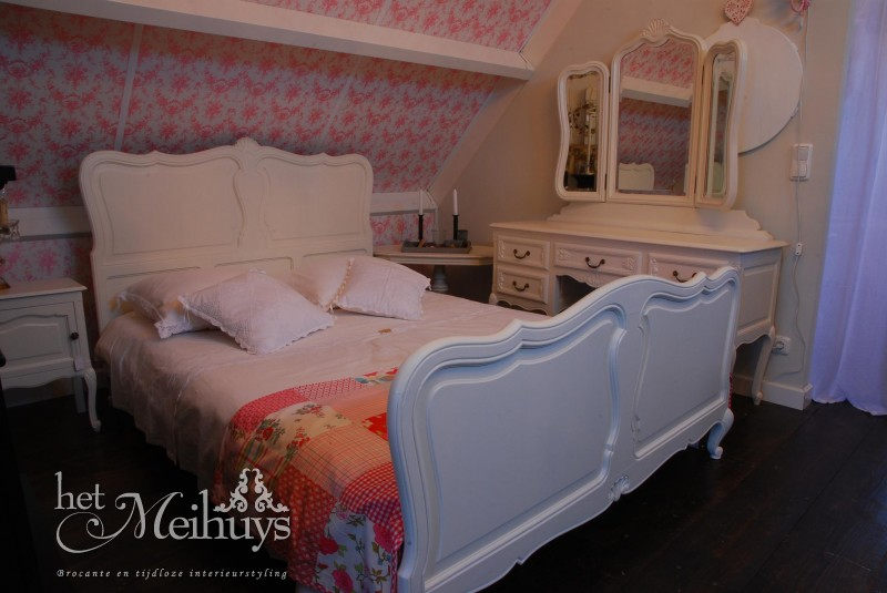 Queen Ann Slaapkamer : Brocant barok Queen Ann shabby chic wit bed